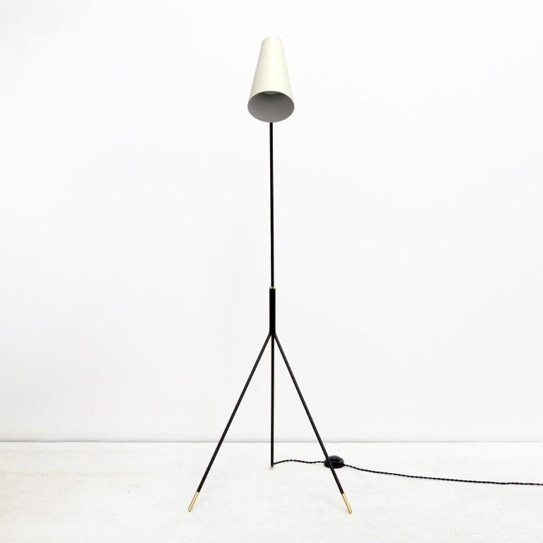 American Minimalist Floor Lamp 'Apex' by Gallery L7 For Sale