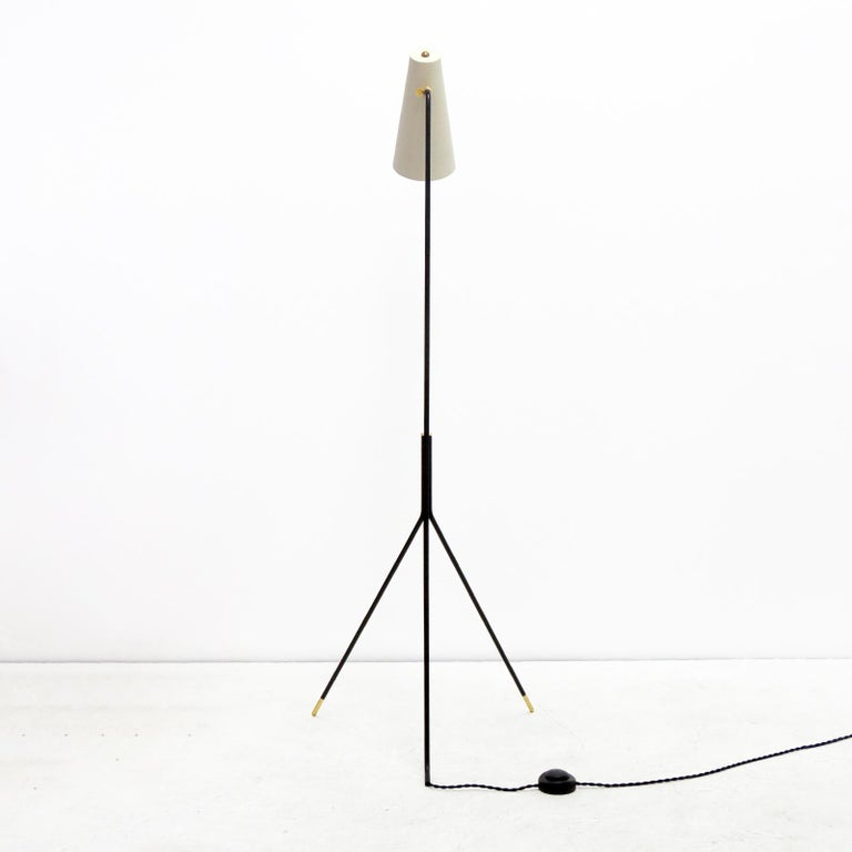 Minimalist Floor Lamp 'Apex' by Gallery L7 In New Condition For Sale In Los Angeles, CA