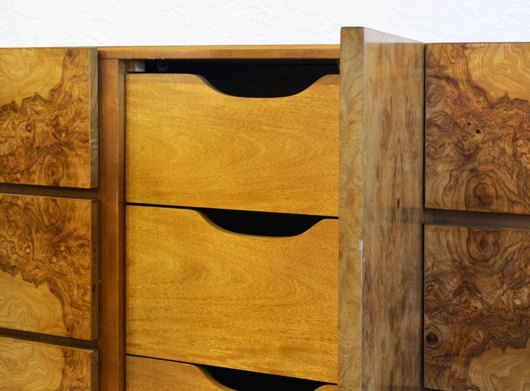 Minimalist Mid-Century Modern Burled Wood Dresser by Roland Carter for Lane In Good Condition For Sale In Ft. Lauderdale, FL