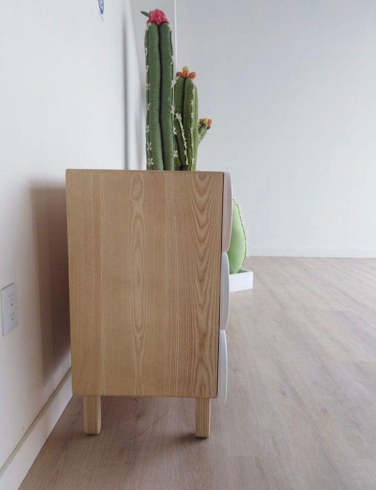 Minimalist Mid-Century Modern Dresser in Solid Wood For Sale 4