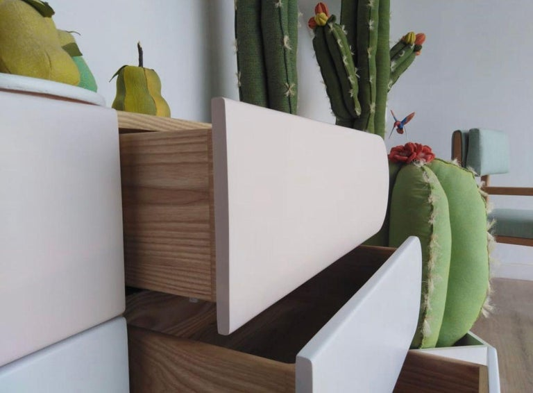 Minimalist Mid-Century Modern Dresser in Solid Wood For Sale 2