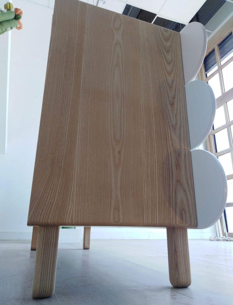 Minimalist Mid-Century Modern Dresser in Solid Wood For Sale 3