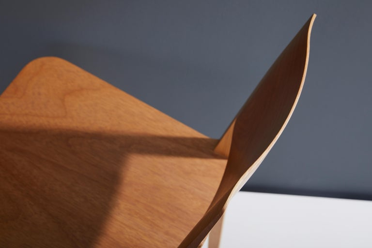 Minimalist Modern Chair in Natural Solid Wood For Sale 1