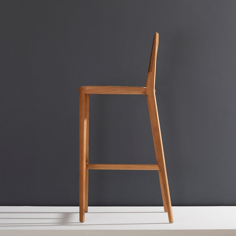 Minimalist Style, Stool in Natural Solid Wood, Leather Seating In New Condition For Sale In Sao Paolo, SP