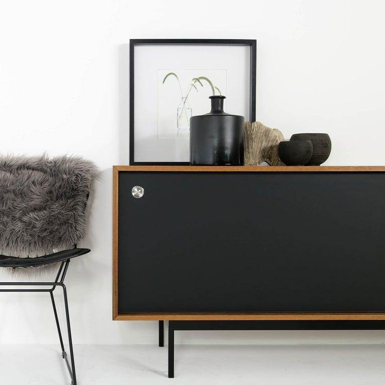 Sideboard Teak Nathan Lindberg Design Minimalismus, Schiebetüren aus Schwarzem Resopal 8
