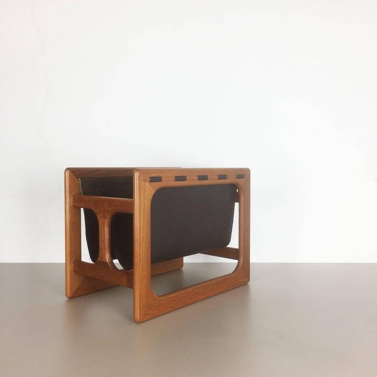 Minimalistic 1970s Danish Teak Magazine Rack Design Made by Salin Mobler In Good Condition For Sale In Kirchlengern, DE