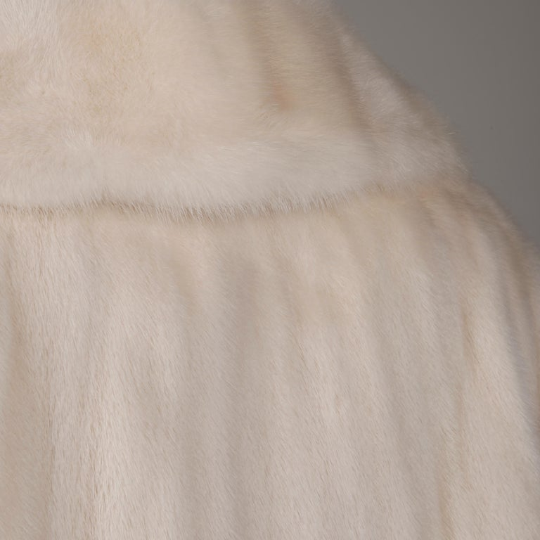 Stunning vintage off-white mink fur coat with a pop up collar (fur on both sides) and flared swing shape. This coat has been kept in cold storage and is in beautiful condition with no drying to the pelts or oxidation. The fur is a beautiful