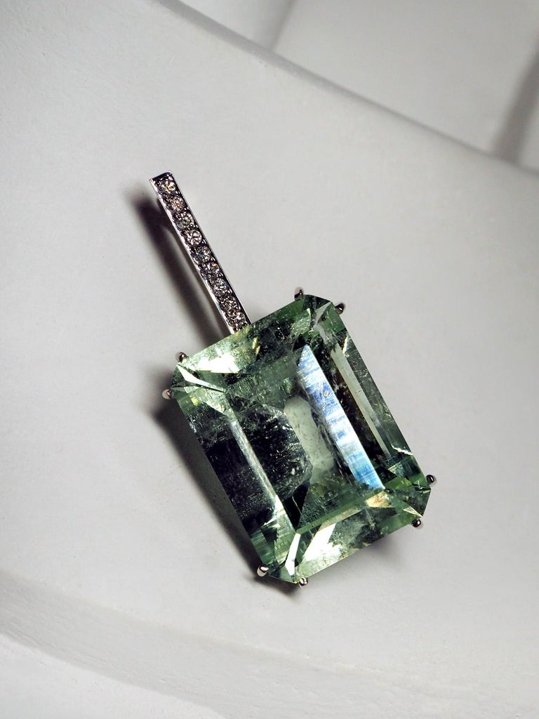 Mint Emerald Diamond Necklace 14K Gold Natural Green Gemstone Christmas Pendant For Sale 7