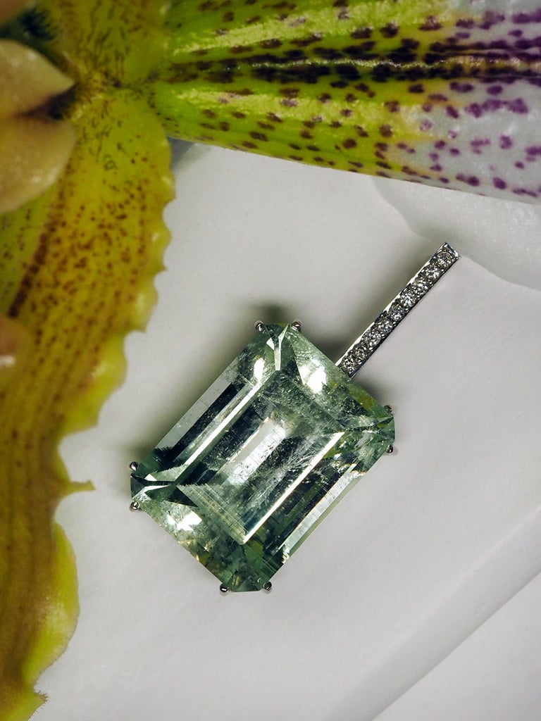 Mint Emerald Diamond Necklace 14K Gold Natural Green Gemstone Christmas Pendant For Sale 9
