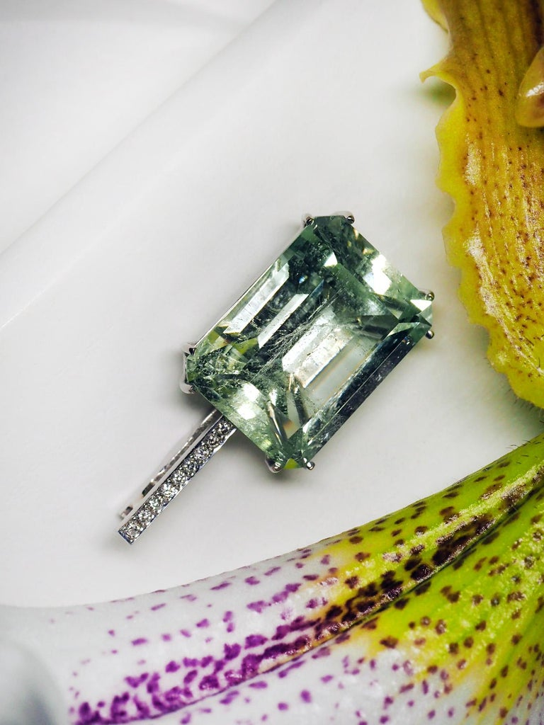 Mint Emerald Diamond Necklace 14K Gold Natural Green Gemstone Christmas Pendant For Sale 10