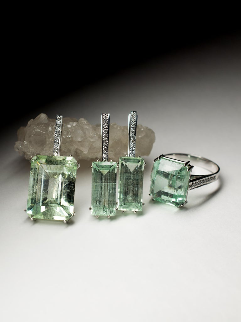 Art Deco Mint Emerald Diamond Necklace 14K Gold Natural Green Gemstone Christmas Pendant For Sale