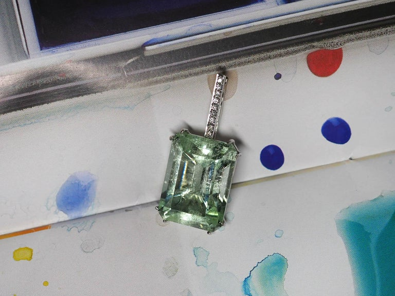Mint Emerald Diamond Necklace 14K Gold Natural Green Gemstone Christmas Pendant For Sale 3