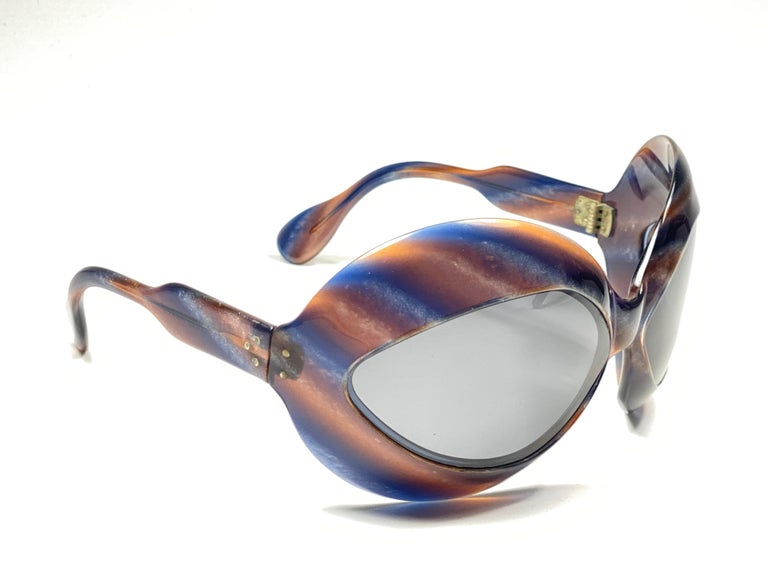 """Mint Avant garde bug eyed frame color """" email fonce """" Pierre Marly """" Cocktail """" sunglasses.  Polarized grey lenses. Amazing color straight from a super chic and crazy 1960's Pierre Marly very own cocktail scene.    A real treasure not to miss"""