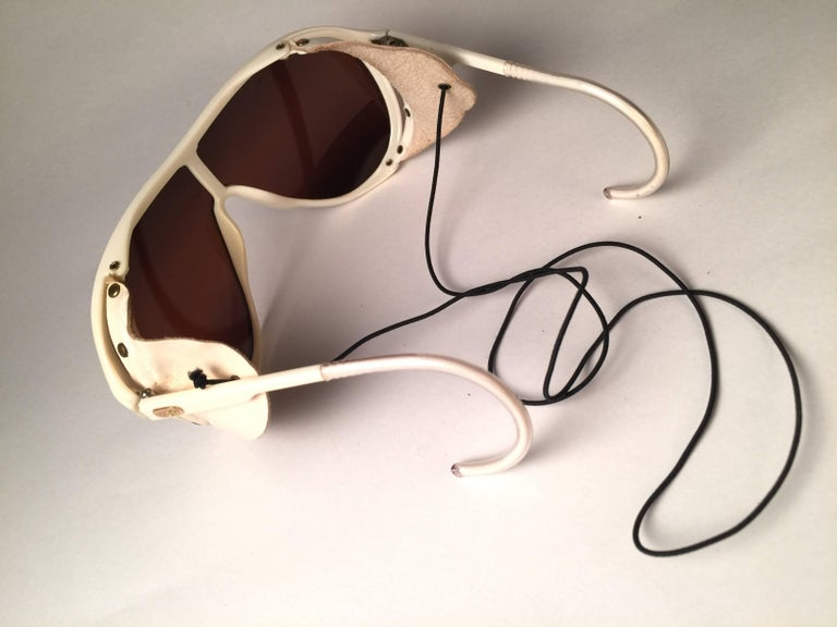 Women's or Men's Mint Vintage Ray Ban B&L Wings White Side Cups Double Mirror Lenses Sunglasses  For Sale