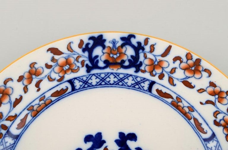 Mintons, England, Nine Antique Dinner Plates in Hand-Painted Faience In Excellent Condition For Sale In Copenhagen, Denmark