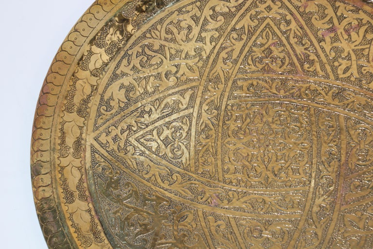 Moorish Antique Round Brass Tray Platter In Good Condition For Sale In North Hollywood, CA