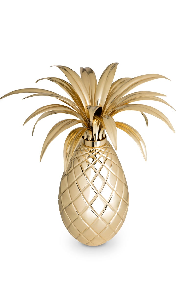 Pineapples are everywhere and are a huge trend. The inspiration for this kind of light fixture was none other than the most colorful character in history, Carmen Miranda, as she used to wear colorful and tropical fruits on her head. As the pineapple