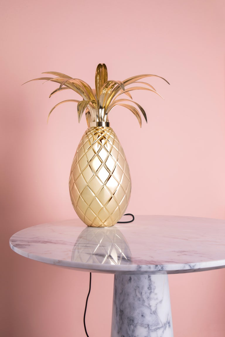 Contemporary Miranda Pineapple Table Lamp in Brass For Sale