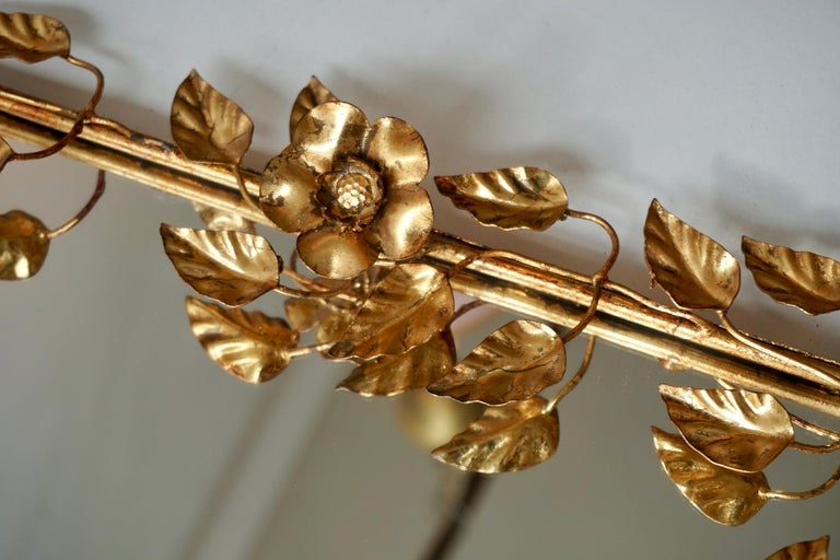 Mirror in Gilded Metal with Vine Leaves Italy, 1970s For Sale 4
