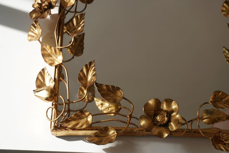 Mirror in Gilded Metal with Vine Leaves Italy, 1970s For Sale 6