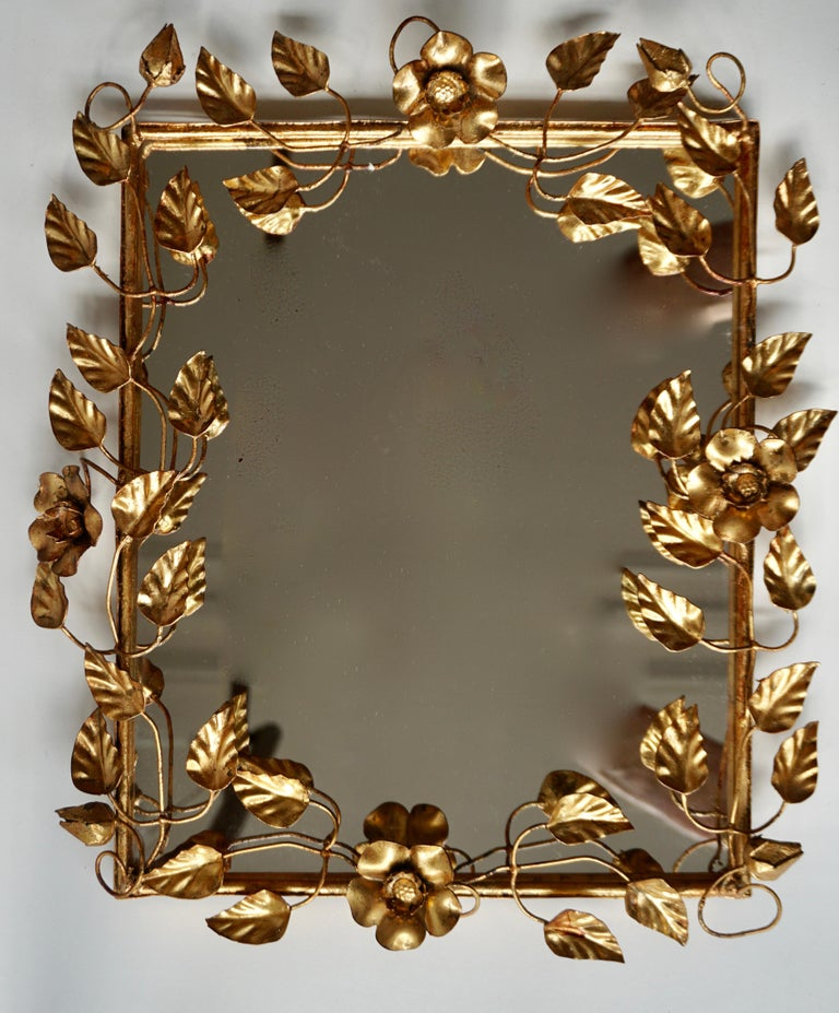 Mirror in Gilded Metal with Vine Leaves Italy, 1970s In Good Condition For Sale In Antwerp, BE