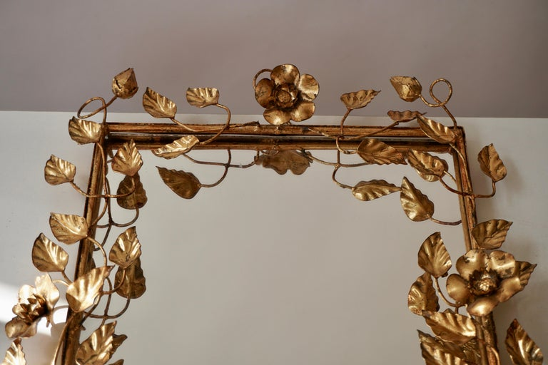 20th Century Mirror in Gilded Metal with Vine Leaves Italy, 1970s For Sale