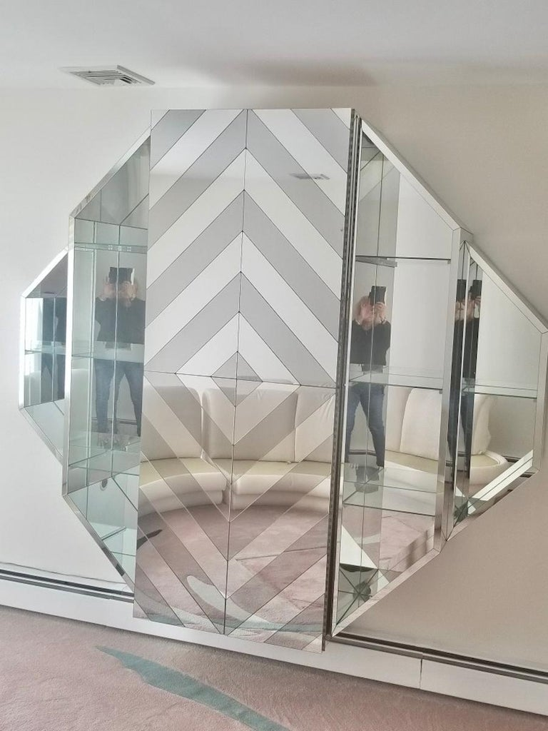 Mirrored Octagonal Wall-Mounted Bar Cabinet For Sale 7