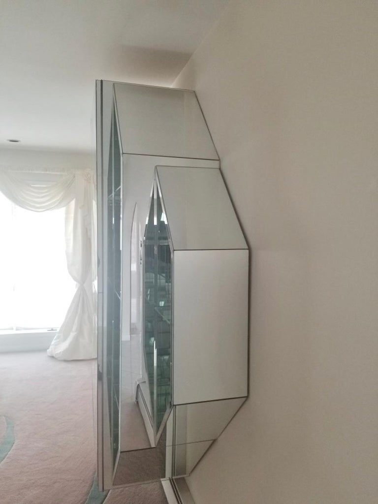 Mirrored Octagonal Wall-Mounted Bar Cabinet In Good Condition For Sale In Hingham, MA