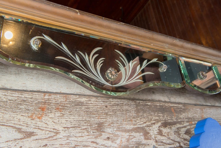 Mirrored Valance In Good Condition For Sale In Stamford, CT