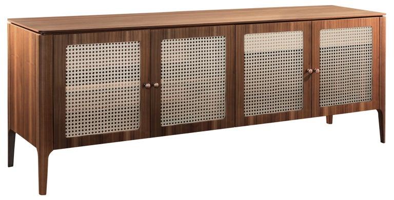 This product has cutlery door / buffet doors Applied hexagonal webbing screen, natural finish Buffet structure in brown cinnamon finished Brazilian oak Dimensions: 78.8