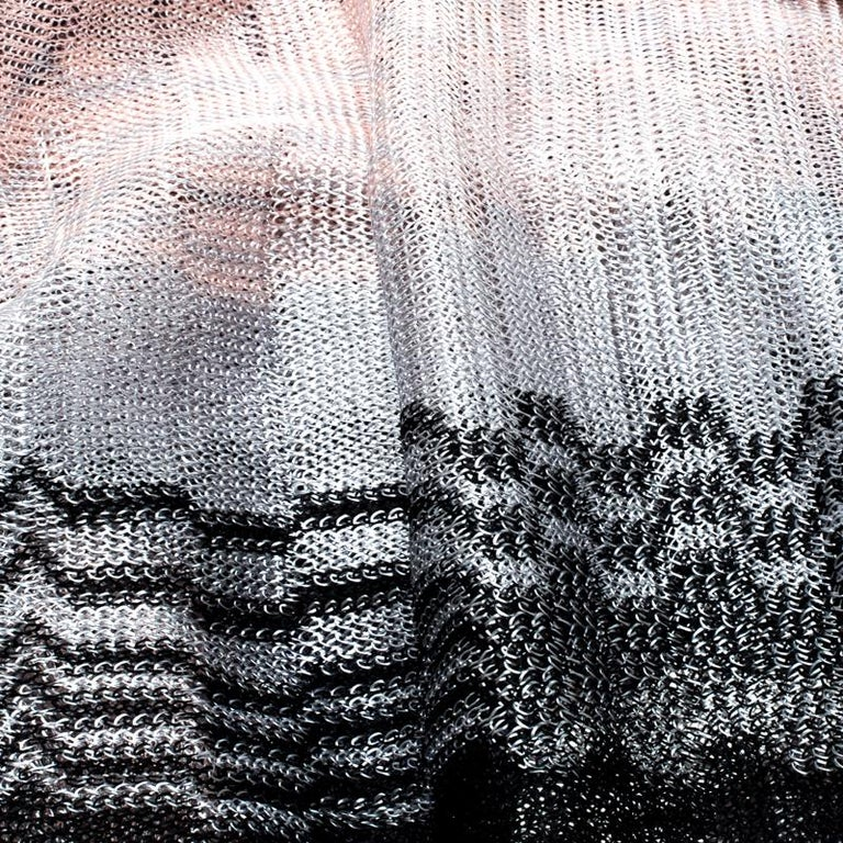 Missoni Ombre Chevron Pattern Loose Knit Tassel Edged Scarf In Good Condition For Sale In Dubai, AE