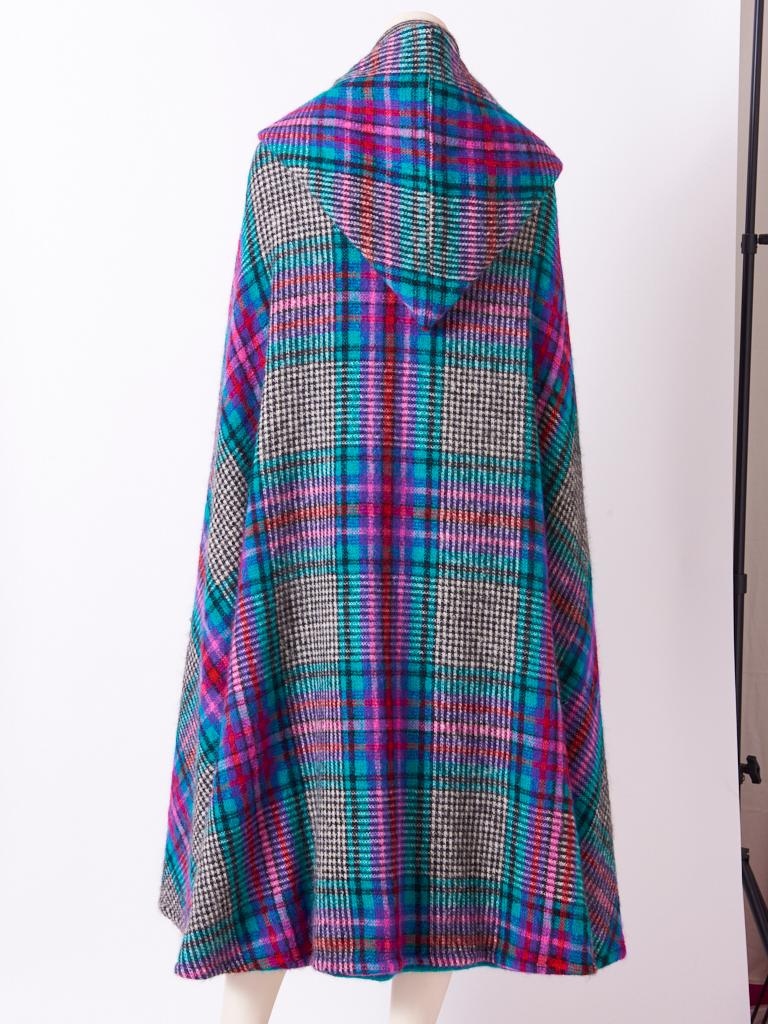 Missoni Plaid Wool Knit Cape With Hood In Good Condition For Sale In New York, NY
