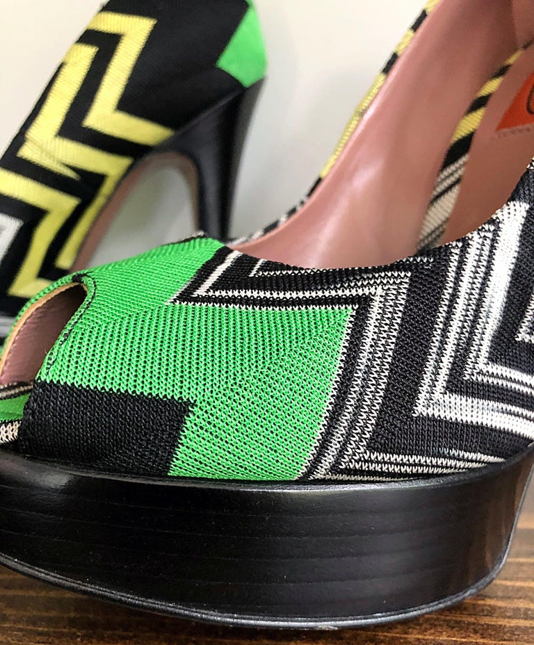 Missoni Size 36 / 6 Green + Yellow Zig Zag Platforms Peep Toe High Heels Shoes In Excellent Condition For Sale In Chicago, IL