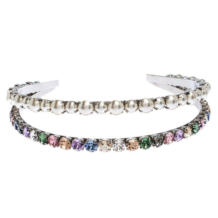 Miu Miu Faux Pearl and Crystal Embellished Silver Tone Head Band In Good Condition For Sale In Dubai, Al Qouz 2