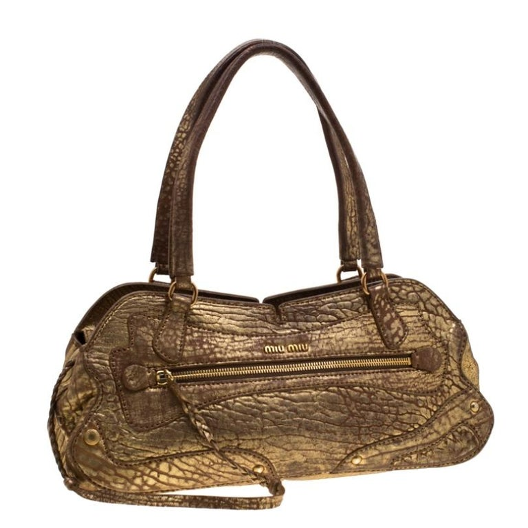 Miu Miu Gold Metallic Distressed Leather Shoulder Bag In Fair Condition For Sale In Dubai, Al Qouz 2