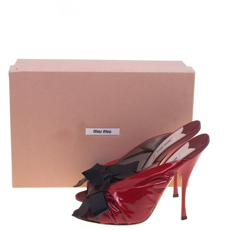 aadf19ee4839 Miu Miu Red And Black Ruched Patent Leather Bow Embellished Mules Size 40  For Sale 3