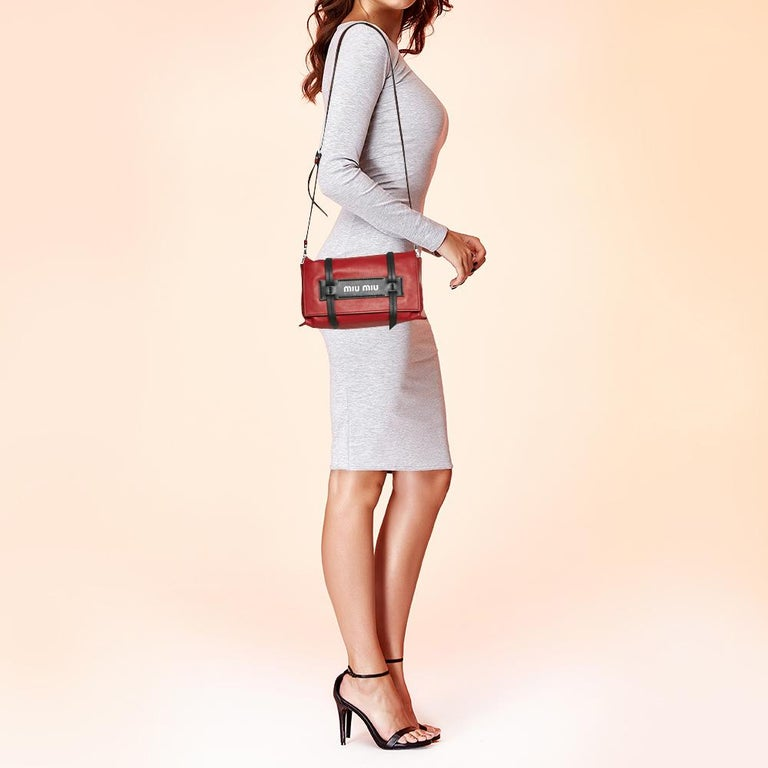 Miu Miu Red Leather Grace Shoulder Bag In Good Condition For Sale In Dubai, Al Qouz 2