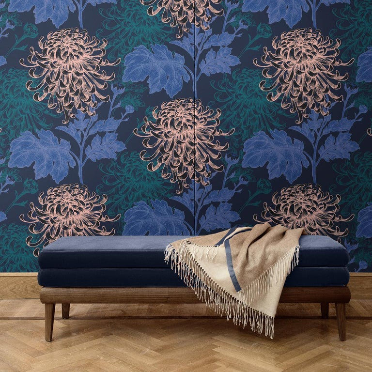 Part of the Mixed Dahlia collection, this superb wall covering boasts an exquisite juxtaposition of dahlias and leaves, displaying three different hues over a dramatic dark background. This unique decoration will make a statement in any room in the