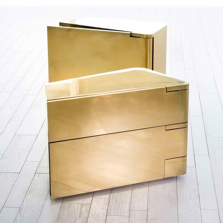 Modern  MMXVIBCI et MMXVIBC2 Handcrafted Polished Brass Nightstand Tables For Sale