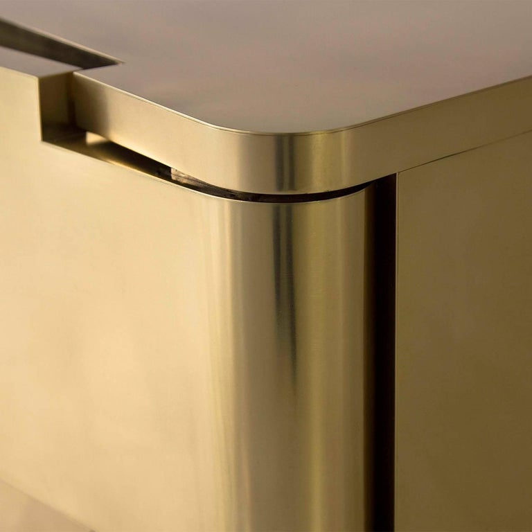 Contemporary  MMXVIBCI et MMXVIBC2 Handcrafted Polished Brass Nightstand Tables For Sale