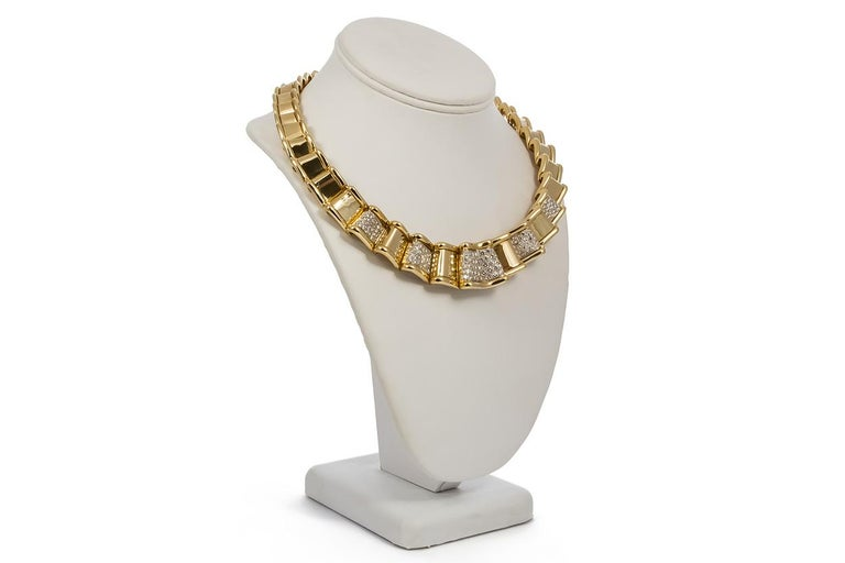 Contemporary Moboco 18 Karat Yellow Gold and Diamond Ribbon Jewelry Set For Sale