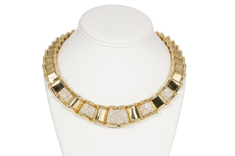Round Cut Moboco 18 Karat Yellow Gold and Diamond Ribbon Jewelry Set For Sale