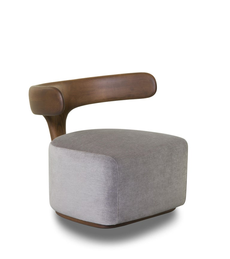 Moby Dick is an armchair with an iconic and enveloping ash backrest evoking a whale tail. Thanks to its elegance and materiality, this graceful, sinuous and versatile armchair adapts to different environments: domestic or contract, expressing a