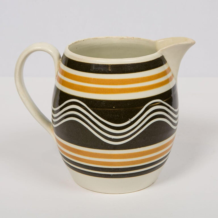 Mochaware Pitcher Made in England, circa 1810 In Excellent Condition For Sale In New York, NY