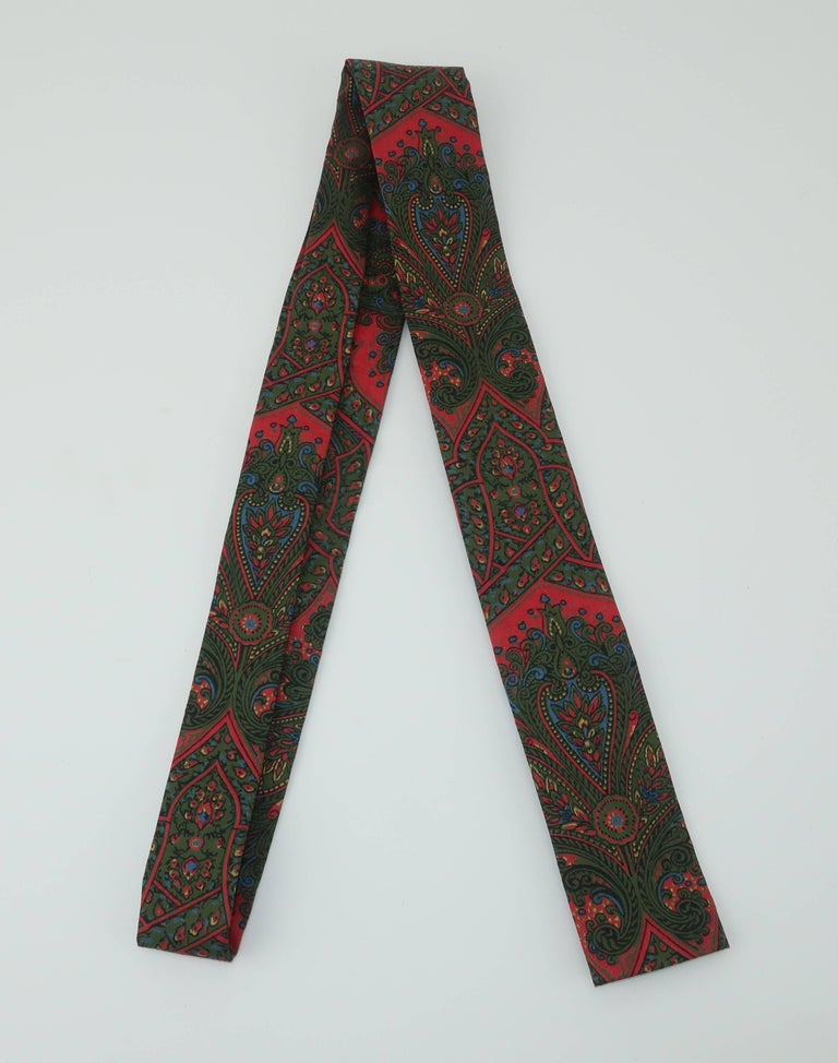 Mod 1960's Paisley Skinny Square Men's Necktie In Excellent Condition For Sale In Atlanta, GA