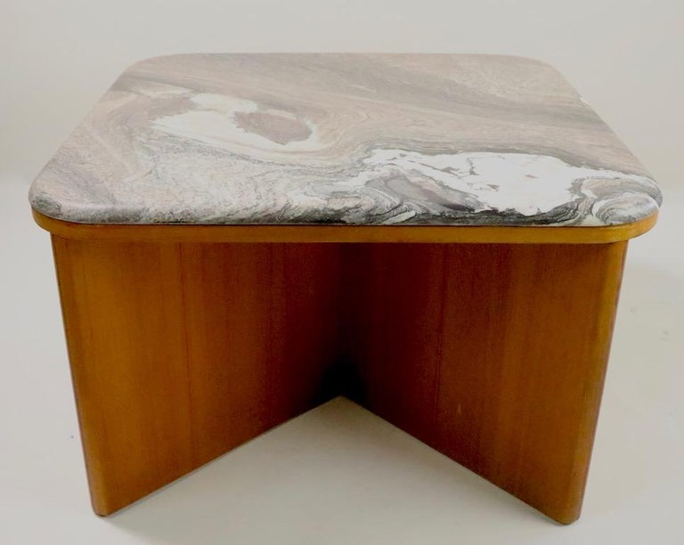 Mod Marble-Top End Table by Bendixen In Good Condition For Sale In New York, NY