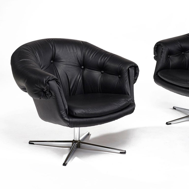 Mid-20th Century Overman Style Mod Pod Lounge Chair Set in Black Tufted Vinyl, Four Star Bases