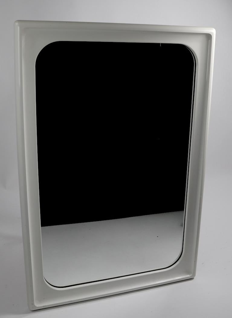 Mod White Lacquer Framed Mirror In Good Condition For Sale In New York, NY