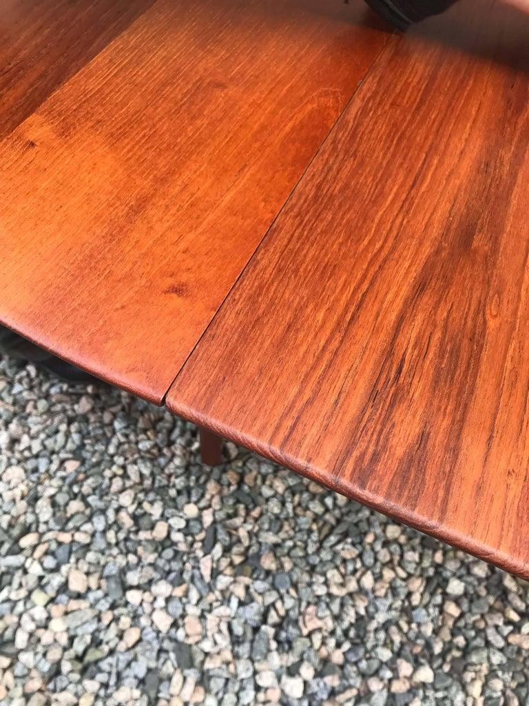 Model 311 Table by Peter Hvidt & Orla Mølgaard-Nielsen for Søborg Møbler In Good Condition For Sale In Vancouver, BC