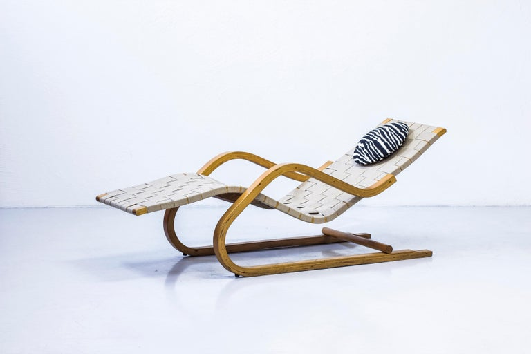 Rare chaise lounge model 39 designed by Alvar Aalto. This example made by the Artek factory in Hedemora in Sweden between 1945-1956. Made from lacquered birch wood with jute webbing. With a round neck cushion in Arteks classic wool zebra fabric.